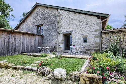 La Grange d'Oustaud : Bed and Breakfast near Virsac