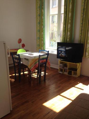 Le Croix Rousse Jacquard : Apartment near Champagne-au-Mont-d'Or