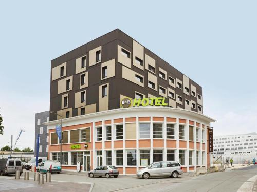 B&B Hôtel B&B Hôtel Lille Roubaix Campus Gare : Hotel near Wattrelos