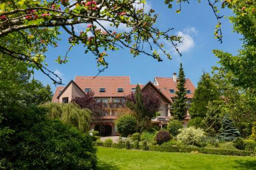 Hotel Restaurant Le Petit Kohlberg : Hotel near Bouxwiller