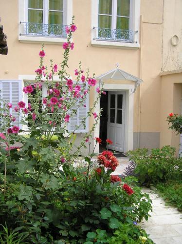 Le Jardin croix Roussien : Apartment near Champagne-au-Mont-d'Or