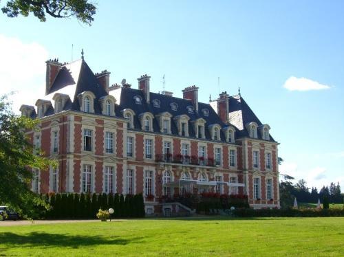 Wyndham Halcyon Resort La Souterraine : Hotel near Saint-Léger-le-Guérétois