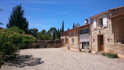 Les Pins, Domaine Russol : Guest accommodation near Citou