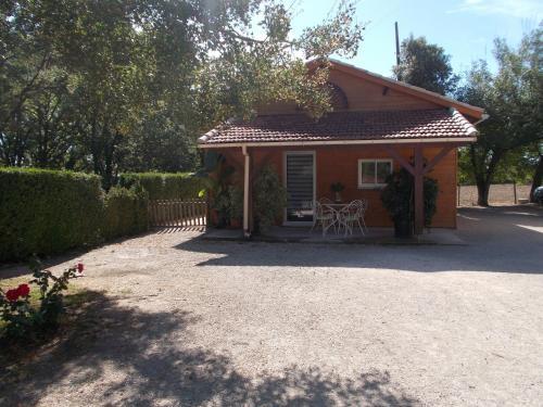 Chambre d'hôtes dans chalet de bien-être : Bed and Breakfast near Flaugnac