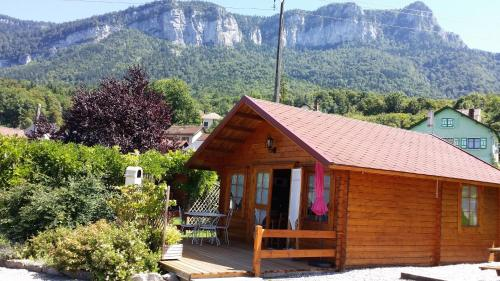 Les Chalets de Pertuis : Guest accommodation near Saint-Christophe-sur-Guiers