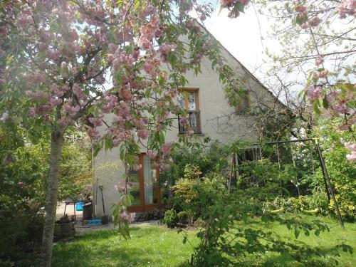 La Cour des Jardins : Guest accommodation near Courquetaine