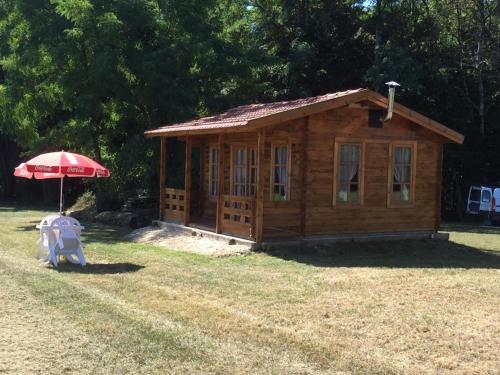 Le Domaine Du Pre Vert : Guest accommodation near Montcourt