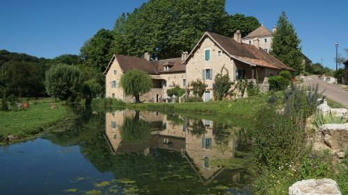 Les maisons vigneronnes : Bed and Breakfast near Mancey
