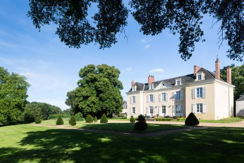 Chateau de Saint Frambault : Bed and Breakfast near Souligné-Flacé