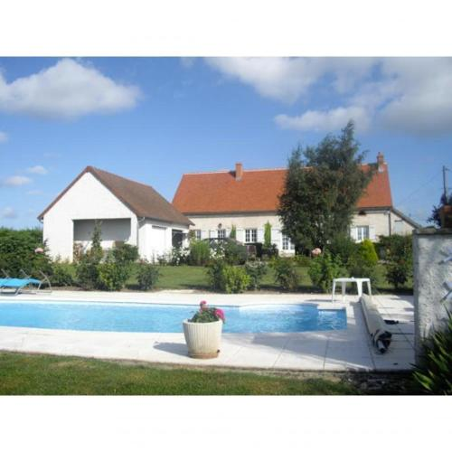 Chambre Heloise : Bed and Breakfast near Verneuil-en-Bourbonnais