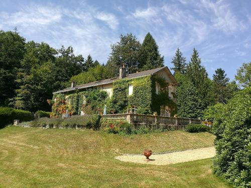 Domaine de La Brugere : Bed and Breakfast near Négrondes
