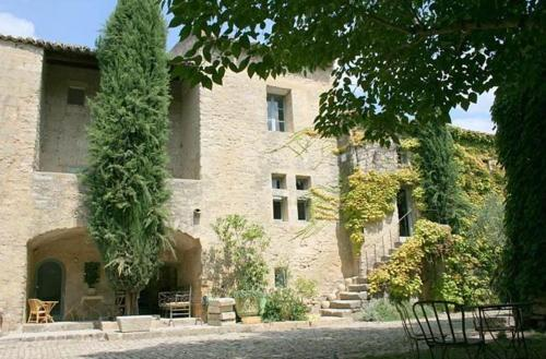 Le Mas du Lac : Bed and Breakfast near Poulx
