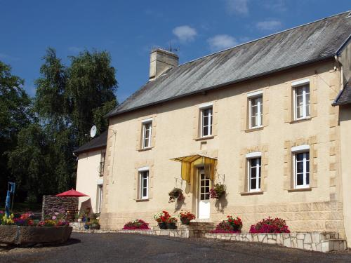 Normandy Getaways at Mis Harand : Bed and Breakfast near Baudre