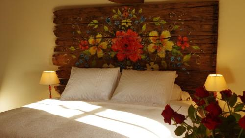 La Rose Rouge : Bed and Breakfast near Larochemillay