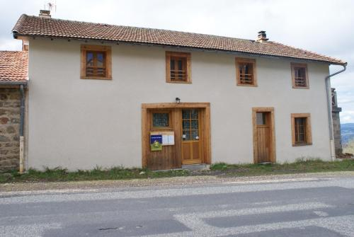 Le Fournia : Bed and Breakfast near Beurières