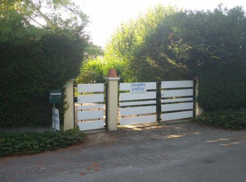 La Petite Maison dans le Jardin : Guest accommodation near Coursac