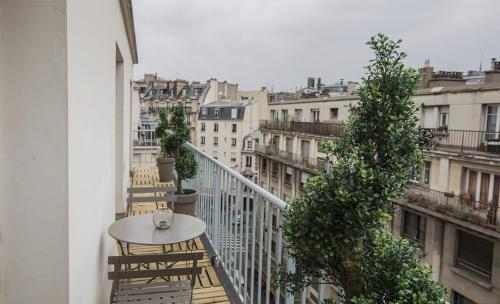 Saint Lazare Terrasse : Apartment near Paris 8e Arrondissement