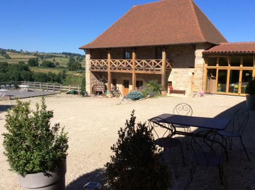 Domaine de Noyer : Bed and Breakfast near Saint-Julien-de-Jonzy