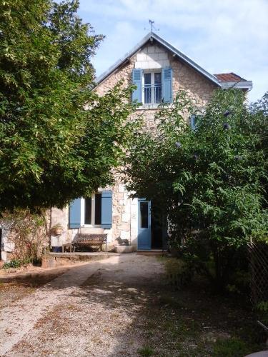 La Maison Bleue : Bed and Breakfast near Paussac-et-Saint-Vivien
