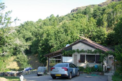 Le Sivarol : Bed and Breakfast near Roquefeuil