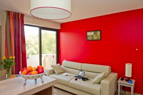 Résidence Vacanciel Six Fours les Plages : Guest accommodation near Six-Fours-les-Plages