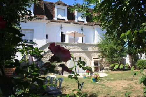 La Pecherie : Bed and Breakfast near Guilly
