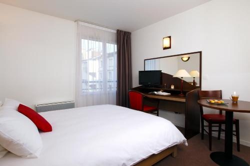 Appart'City Paris Clichy-Mairie : Guest accommodation near Gennevilliers