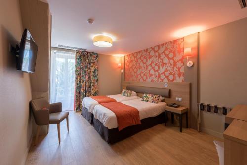 Logis Grand Hôtel Des Bains : Hotel near Lizine