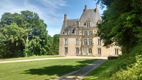 Chateau de la Lucazière : Bed and Breakfast near Mieuxcé