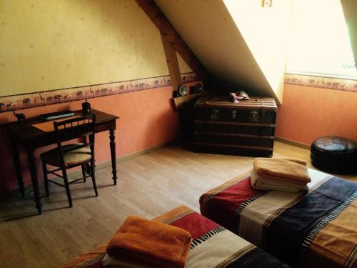 Chambre D'hôtes Francine et Gérard : Guest accommodation near Saint-Marceau