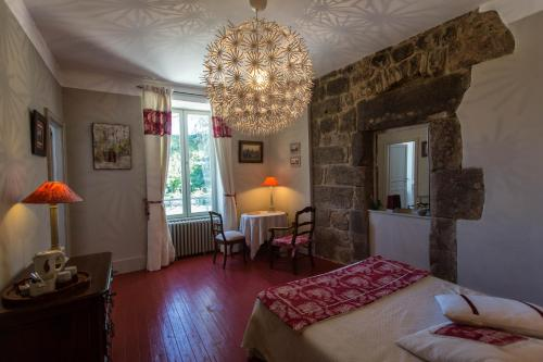 La Villa des Charmilles : Bed and Breakfast near Chalencon