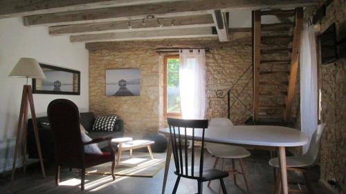 La Petite Maison : Guest accommodation near Le Lardin-Saint-Lazare