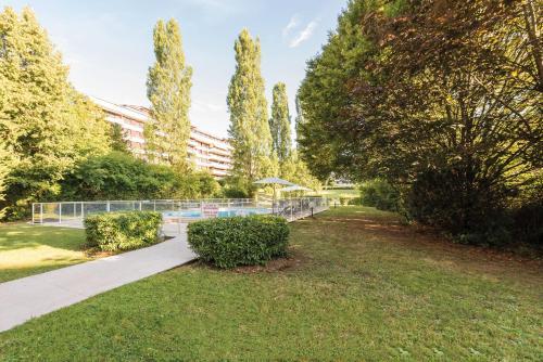 Appart'City Confort Genève Aéroport – Ferney Voltaire : Hotel near Prévessin-Moëns