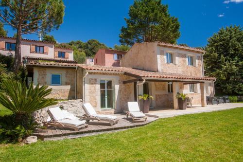 Domaine du Mont Leuze : Guest accommodation near Drap