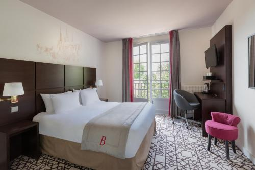Best Western Blanche de Castille Dourdan : Hotel near Saint-Martin-de-Bréthencourt