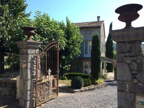 Grange Madeleine : Guest accommodation near Saint-André-de-Cruzières