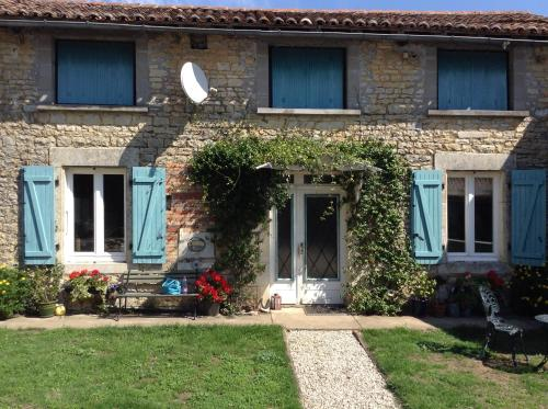 Jambon de Printemps : Bed and Breakfast near Champagne-Mouton