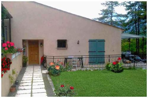 Visbecq : Bed and Breakfast near Roquesteron