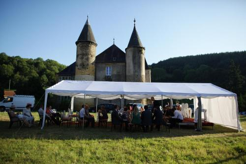Chateau de Sainte Colombe Sur Gand : Guest accommodation near Neaux