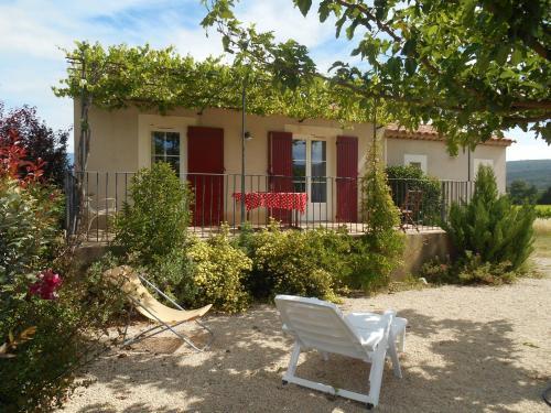 Le Cabanon d'Amandine et Gabriel : Guest accommodation near Blauvac