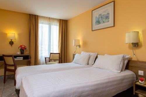 Hotel Bac Saint-Germain : Hotel near Paris 7e Arrondissement