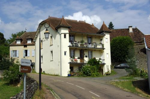 Chambres au Logis des Acacias : Guest accommodation near Saint-Laurent-d'Andenay