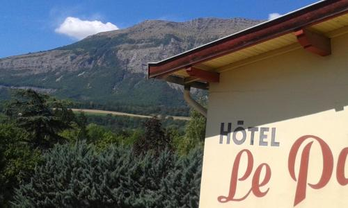 Hôtel Restaurant Le Pavillon : Hotel near Neffes