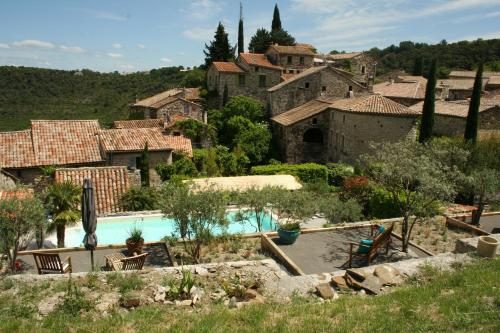 La Seigneurie de Naves : Bed and Breakfast near Montselgues