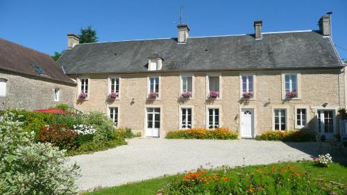Domaine De La Cour Vautier : Bed and Breakfast near Mandeville-en-Bessin