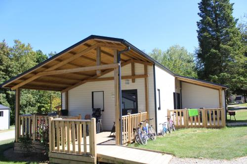 Camping Le Val de Landrouet : Guest accommodation near Saint-Léry