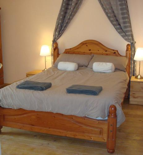The Owl Barn : Bed and Breakfast near Vidouville