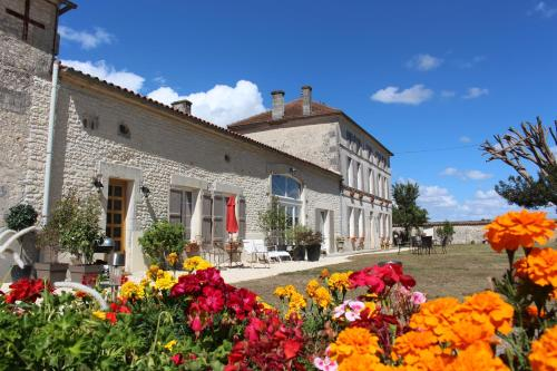 Logis de L'Arceau : Bed and Breakfast near Jarnac-Champagne
