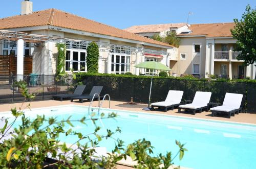 Hôtel le Mas des Ponts d'Arles : Hotel near Fourques