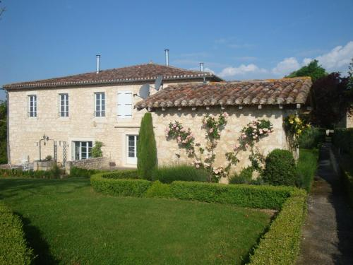 Le Manoir Aux Claux : Guest accommodation near Lahitte